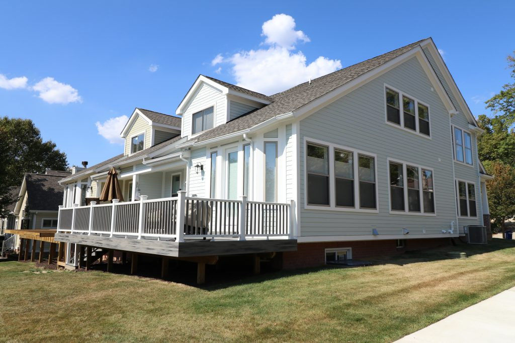 Composite deck with white rail - reliable quality from Allied's deck builders